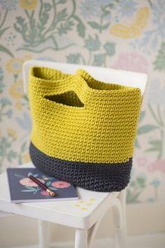 DIY mode : un panier au crochet - Knitting Patterns Crochet Diy, Crochet Tote, Love Crochet, Crochet Hooks, Loom Knitting, Knitting Patterns, Loom Patterns, Marie Claire, Tricot Facile
