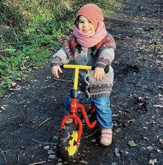 Qu'est-ce qui fait le bonheur d'un enfant ?  Pas un vélo neuf, pas 10 paires de chaussures, pas de beaux habits.  Ça, c'est ce qui fait plaisir aux parents! Outdoor Power Equipment, Parents, Photos, Bonheur, Pictures