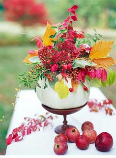 the perfect #Thanksgiving centerpiece. #flowers #berries