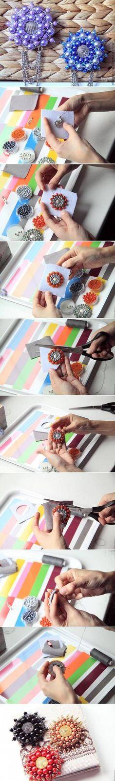 お好みのビーズをフェルトに丸く刺繍していき、縁にもビーズを縫い付けてブローチピンをつけると、花のような丸いブローチの完成です。