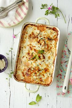 (the site is in another language so see the comments) Creamy Parmesan Eggplant (spanish recipe) I Love Food, Good Food, Yummy Food, Vegetarian Recipes, Cooking Recipes, Healthy Recipes, Antipasto, Great Recipes, Favorite Recipes