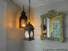 sauna - sisustus - lyhdyt - outdoor sauna - ulkosauna Dressing Room, Candle Sconces, Laundry Room, Wall Lights, Villa, Candles, Lighting, Summer, House