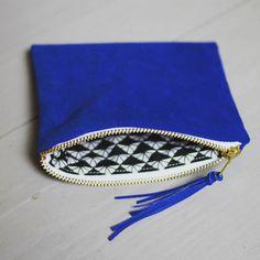 Cuir bleu et imprimé graphique ... petite créa pour maud;) #labellebobine #pochettecuir by labellebobine