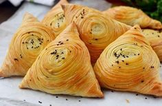 Samsa Uzbek puff Delicious, flaky, juicy and hearty samsa will appeal to everyone without exception. Save… by legin Sweet Recipes, Snack Recipes, Cooking Recipes, Samsa Recipe, Curry Puff Recipe, Chicken Wrap Recipes, Bread Shaping, Savory Pastry, Indonesian Cuisine