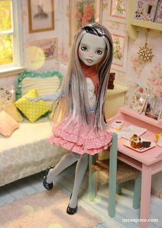Monster High transformed: Love this MH custom, she looks so sweet!