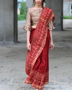 Buy online Sarees - Maroon bordered block printed pure chanderi saree from ChidiyaaShop from our wide range of handwoven & block printed silk, linen & cotton sarees for every occasion. Saree Blouse Neck Designs, Saree Blouse Patterns, Designer Blouse Patterns, Fancy Blouse Designs, Chiffon Saree, Saree Wearing Styles, Stylish Blouse Design, Saree Trends, Indian Outfits