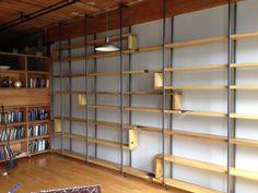 Moderne bois et acier flottant Installation étagère par ObjectVoid