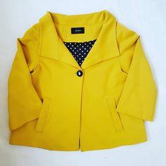 """18 curtidas, 6 comentários - Moda [re]vista brechó (@modarevistabrecho) no Instagram: """"Que tal alegrar o #look com este casaqueto amarelo lindo? E  o forro, cetim de bolinhas, que…"""""""