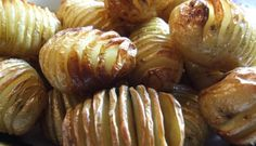 Top 10 potato recipes for Pesach! Hasselback Potatoes, Sliced Potatoes, Roasted Potatoes, Easy Baked Potato, Potato Wedges Baked, Potato Recipes, Potato Dishes, Vegetable Recipes, Family Meals