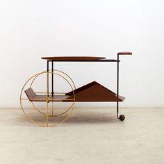 Designer Barware: Mid-century modern JZ Tea Trolley bar cart by Brazilian designer Jorge Zalszupin Tea Trolley, Tea Cart, Drinks Trolley, Bar Cart Styling, Bar Cart Decor, Classic Furniture, Modern Furniture, Furniture Design, Bauhaus Furniture
