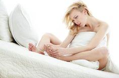 Spierkramp kan verschrikkelijk veel pijn doen. In dit artikel vind je 9 manieren om krampen in je benen, kuiten, voeten, tenen, nek, rug, schouder, arm, hand & vingers te voorkomen. Kortom: de allerbeste tips & adviezen tegen o.a. kuitkramp, beenkramp & nekkramp