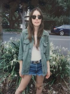 Danielle Haim - Seriously the coolest person ever. Love her musicianship, style, and demeanour. I swear we are soul sisters, by far my favourite Haim sister. Plus she's toured with Julian Casablancas! Haim Style, Style Me, Danielle Haim, Boho Fashion, Fashion Outfits, Estilo Grunge, Summer Looks, Get Dressed, Cool Kids