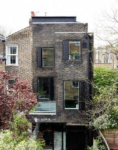 Modernist makeover: Modernist makeover: the rear, after Victorian Terrace, Victorian Homes, Roof Design, House Design, Contemporary Garden Rooms, House Extension Design, Roof Extension, Narrow House, House Siding