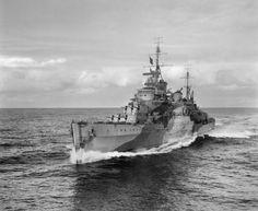 HMS Liverpool a la velocidad Febrero 1942 (foto cortesía del Museo Imperial de la Guerra)