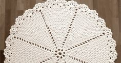 Päivitetty / Updated Please see the pattern in English at the end of this post. Crochet Curtains, Crochet Doilies, Knitting Patterns, Crochet Patterns, Rag Rugs, Double Crochet, Arts And Crafts, English, Blanket