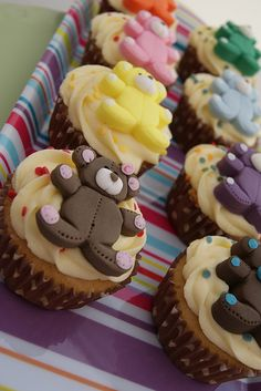 Find images and videos about cute, cupcakes and teddy bear on We Heart It - the app to get lost in what you love. Build A Bear Birthday, Build A Bear Party, Picnic Birthday, 5th Birthday, Birthday Cakes, Fondant Teddy Bear, Teddy Bear Cupcakes, Mini Cakes, Cup Cakes