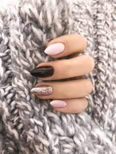 68 Trendy Nail Art Designs to Inspire Your Winter Mood- 68 Trendy Nail Art Designs to Inspire Your Winter Mood winter nails; red and gold nail art designs. Red And Gold Nails, Gold Nail Art, Red Nails, Red Gold, Pink Black Nails, Black Glitter, Matte Nails, Classy Nail Designs, New Nail Designs