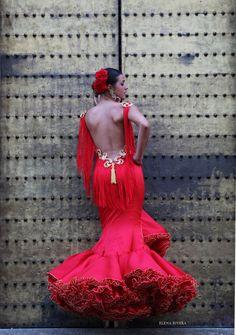ANDREW POCRID · Moda Flamenca por Elena Rivera vía Mamá de Mayor Quiero Ser Flamenca. Flamenco Costume, Flamenco Dancers, Spanish Dress, Dance Dresses, Flamenco Dresses, Mexican Dresses, Traditional Fashion, Dress To Impress, Runway Fashion