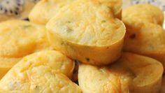 Prepare tortinhas de inhame para um lanche saboroso e saudável. Confira o passo a passo dessa delícia abaixo:  Ingredientes  2 Inhames cr...
