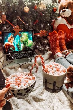 Great Ideas to Have a Hot Christmas Cup This Christmas! - Page 17 of 46 - newyearlights. Cosy Christmas, Christmas Feeling, Little Christmas, Christmas Time, Xmas, Christmas Ideas, Christmas Crafts, Grinch Christmas, Vintage Christmas