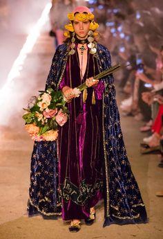 Gucci Resort 2019 Arles Collection - Vogue#purveyoroffinefabrics #rexfabrics #passionforfabrics