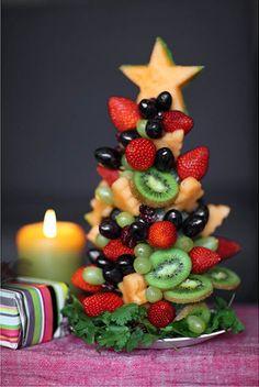Tutorial to make edible fruit Christmas tree! - a healthy Christmas breakfast option? Fruit Christmas Tree, Christmas Tree Crafts, Noel Christmas, Christmas Goodies, Simple Christmas, Christmas Baking, Christmas Decorations, Christmas Buffet, Christmas Snacks