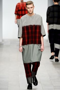 Central Saint Martins Fall 2011 Ready-to-Wear - Collection - Gallery - Style.com