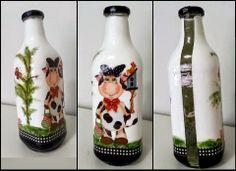 Garrafas da Maxi Criações Glass Bottle Crafts, Wine Bottle Art, Diy Bottle, Bottles And Jars, Plastic Bottles, Glass Bottles, Cow Painting, Bottle Painting, Rolled Paper Art