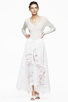 White apron with embroidered lace. #HMTrend