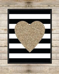 Glitter This simple canvas design would look great in a child's room. You can either start with a fresh canvas, or paint over one that you already have but aren't using. First, decide how wide you'd like the stripes, and tape them off using painter's tape. Spray with spray paint and wait until everything's dry …
