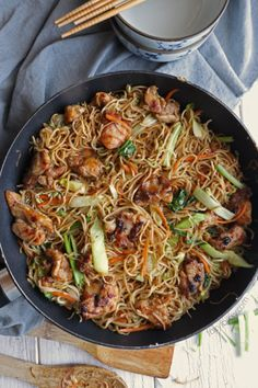 Try this restaurant-worthy all-in-one dish, Chicken Chow Mein, a classic Chinese fried noodles! Deliciously flavorful and so easy to make! Cadac Recipes, Recipes Using Pork, Asian Recipes, Chicken Recipes, Dinner Recipes, Healthy Recipes, Ethnic Recipes, Jelly Recipes, Lunch Recipes