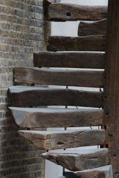 """hustoschody - do domu nepoužitelný, ale třeba jako schody na garáž, nebo do detašované """"kanceláře"""", proč ne :)"""