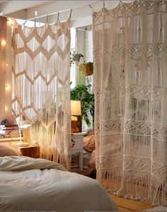 Awesome Divide Room Decoration Ideas That Look More Comfort - Raumteiler Bohemian Room, Bohemian Bedroom Decor, Bohemian Apartment Decor, Bohemian Curtains, Bohemian Living, Luxury Home Accessories, Urban Outfitters Room, Uo Home, Room Ideas Bedroom