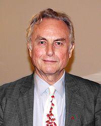 Richard Dawkins es un etólogo, zoólogo, teórico evolutivo y divulgador científico británico.Es autor de El gen egoísta, obra publicada en 1976, que popularizó la visión evolutiva enfocada en los genes, y que introdujo los términos meme y memética. En 1982, hizo una contribución original a la ciencia evolutiva con la teoría presentada en su libro El fenotipo extendido. Laura, Celia y Paola