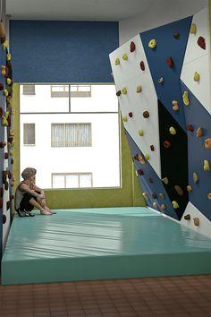 Wooden boulder in an apartment. Indoor Climbing Wall, Kids Climbing, Rock Climbing, Gym Design, Kids Room Design, Kids Indoor Gym, Workout Stations, Bouldering Wall, Playroom