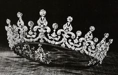 The tiara after Mary's alterations, as first received by Princess Elizabeth.
