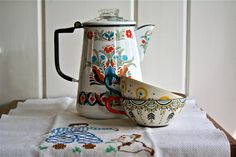 Your place to buy and sell all things handmade Vintage Enamelware Coffee Pot Folk Motif - Enameled Dutch German Scandinavian… German Decor, Coffee Pot Cleaning, Nyc Coffee Shop, Home Coffee Machines, German Kitchen, Vintage Enamelware, Swedish Style, Oui Oui, Decoration