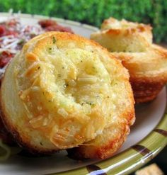 Recipe for Garlic Roll Cupcakes - They were dangerously delicious! I could have eaten the whole pan of these puppies all by myself. Luckily, I had some self-control. These rolls are super easy and super tasty!