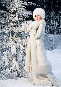 Ulyana Sergeenko is a Russian Snow Queen. Russian Beauty, Russian Fashion, Russian Style, Fur Fashion, Winter Fashion, High Fashion, Russian Winter, Ulyana Sergeenko, Winter Mode