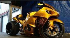 Hyabusa Motorcycle, Suzuki Motorcycle, Motorcycle Design, Motorcycle Helmets, Custom Street Bikes, Custom Sport Bikes, Custom Bike Helmets, Custom Hayabusa, Suzuki Hayabusa