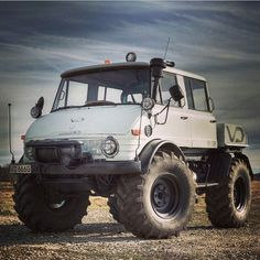 1970s Classic Mercedes-Benz Unimog.... one day, i like to have one, in black, with boatdeck wood....:) a friends who has some old Unimog told me: Germany a envy society. I cant show what i have. But no one is ever envy, when i come with a classic unimog!! It 's a expensive hobby. But a mercedes unimog is classless.....