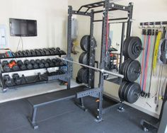 This is a dated photo of one corner of the Garage-Gyms' official garage gym. Dream Home Gym, Gym Room At Home, Home Gym Decor, Best Home Gym, Home Gym Garage, Basement Gym, Diy Garage, Basement Ideas, Garage Doors