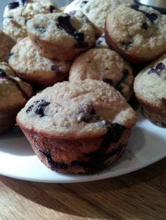 A Penne for your Thoughts: Flour-Less Blueberry Oat Muffins - SO fast and easy and pretty healthy too! Low Carb Recipes, Whole Food Recipes, Snack Recipes, Breakfast Recipes, Yummy Recipes, Paleo Breakfast, Breakfast Ideas, Recipies, Blueberry Oat Muffins