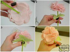 Materiais utilizados:   Feltro rosa claro  Feltro verde claro  Palito de churrasco  Pérola  Fita de cetim verde  Cola quente         Corte...