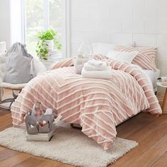 Turn your dorm room into home sweet home with our stylish Modern Artisan Comforter and Sham bundle. Pottery Barn Teen Modern Artisan Comforter Bundle Set Classic Showers, Dorm Essentials, Pottery Barn Teen, Floor To Ceiling Windows, Room Ideas Bedroom, Flat Sheets, Down Pillows, Sheet Sets, Dorm Room