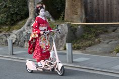 "Futoigokiburi  ""On the road"" with a three-wheel motorized ""Walking Bicycle"" - Arashiyama, Kyoto, Japan - January 2015"