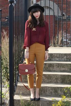 99 Creative Mustard Pants Outfit Ideas The post 99 Creative Mustard Pants Outfit Ideas & Clothes- Look appeared first on Mustard yellow . Colored Pants Outfits, Yellow Pants Outfit, Mustard Yellow Outfit, Mustard Pants, Burgundy Outfit, Camel Pants Outfit, Yellow Jeans, Plaid Pants, Trendy Outfits