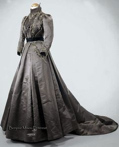 Afternoon dress ca. 1890s. Light gray silk satin with brown cotton twill lining. Museo Nacional do Traje e da Moda, Portugal
