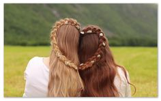 Not a wearable hairstyle, this is a fun braid to do together with you best friend/sister, and you´ll get a really cute picture out of it!