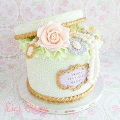 Deluxe jewellery box cake